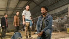 amcs-fear-the-walking-dead-season-2-episode-10-travis-and-chris
